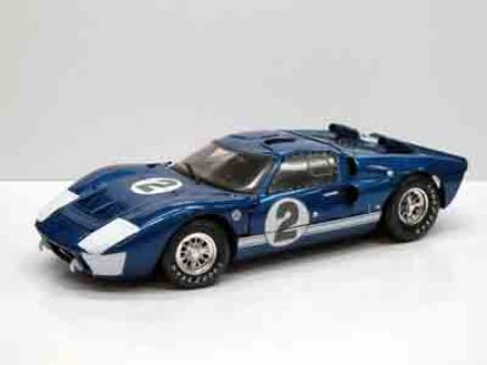 Shelby Collectibles - 1:18 Scale